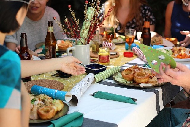 5 Ways Restaurants Can Use A Business Cash Advance This Holiday Season